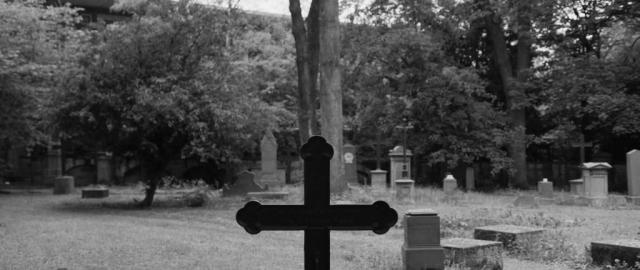Zurück bleibt nur das Grab eines gebeten Menschen.